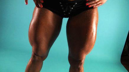 Jill Jaxen has huge legs.