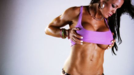 Samantha Kelly showing off her tight abs.