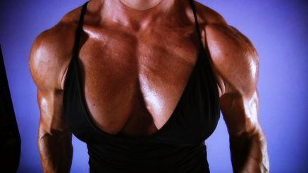 Susanna H huge muscle girl pumping muscle